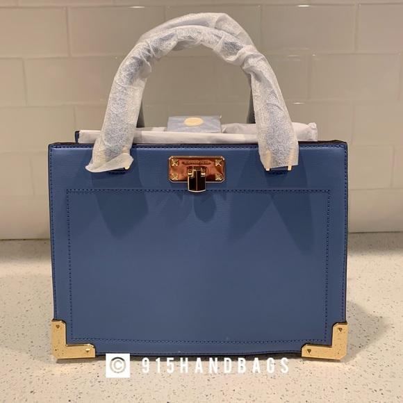 Michael Kors Handbags - NWT Michael Kors kinsley